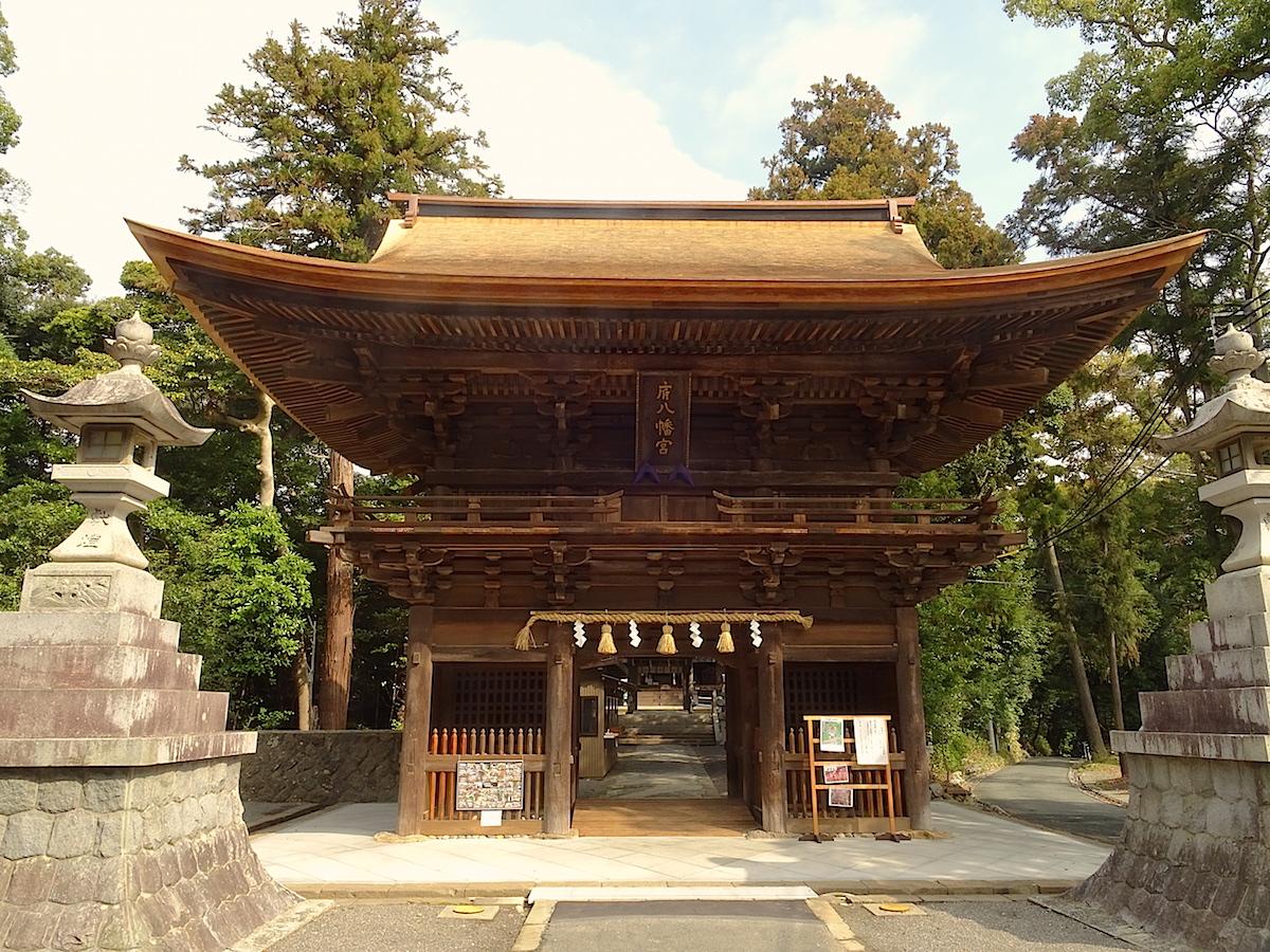 寛永12年(1635年)建立の府八幡宮楼門は静岡県の文化財に指定されています