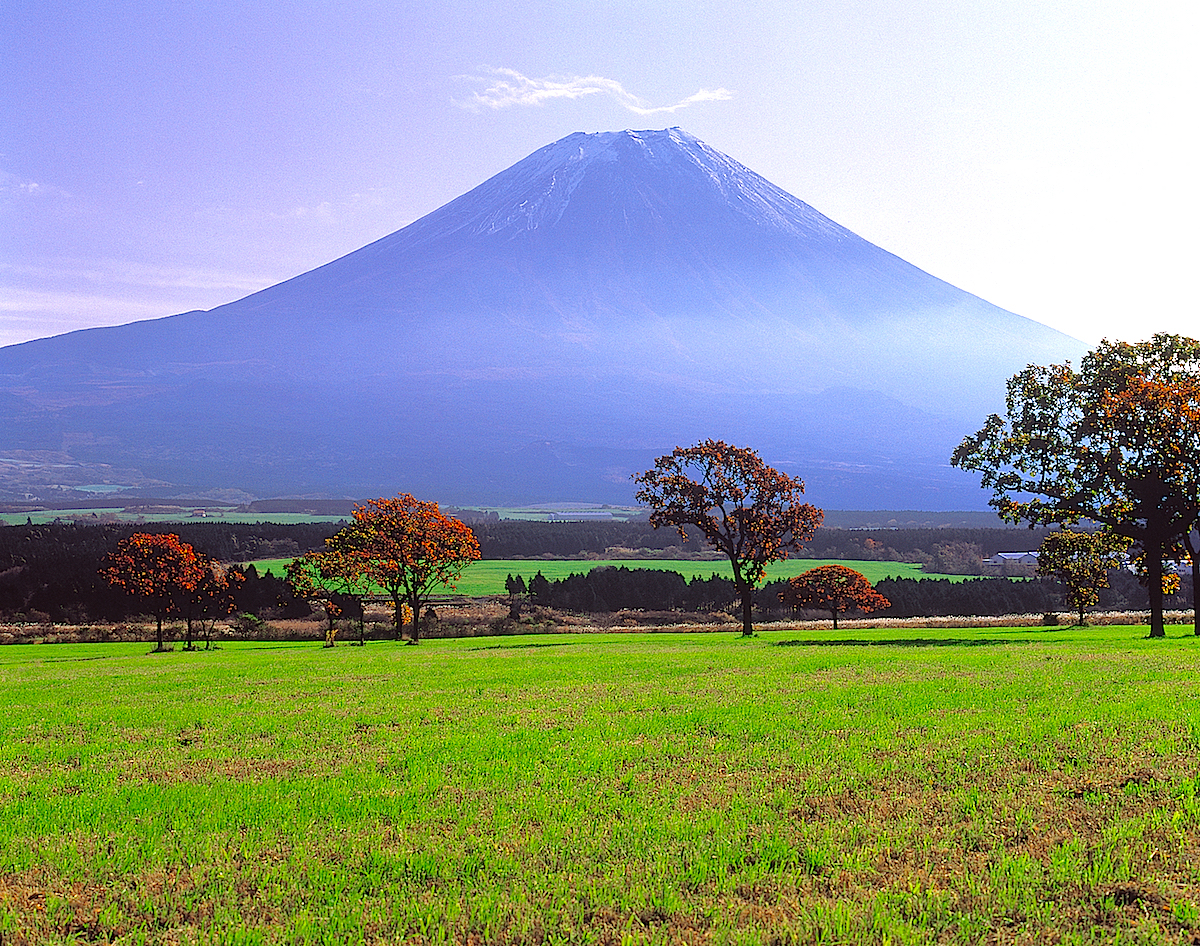 富士山が初冠雪する10月はもっとも素敵に富士山が迫る月