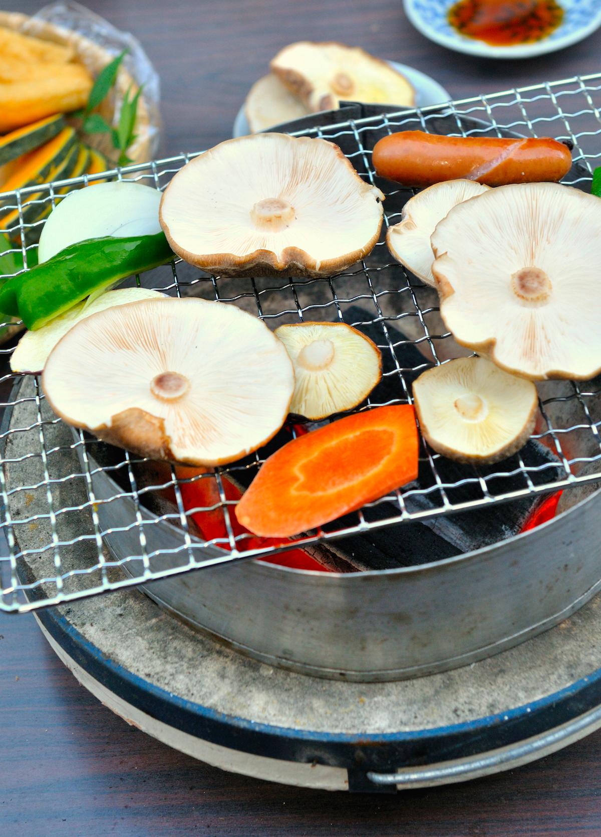 七輪を使った炭火焼き椎茸BBQ